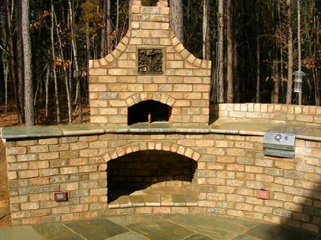 built-in pizza oven with arched wood storrage bin